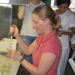 Tiến sĩ Rosalind Deaker – Khoa Nông nghiệp, Thực phẩm và Tài nguyên tự nhiên, Trường Đại học Sydney, Australia